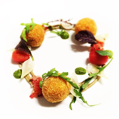 smoked tomato risotto balls with balsamic puree, cherry tomato and marjoram salsa, pickled baby onions, peas, salsa verde
