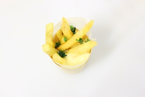 Mini+cones+of+potato+fries+with+truffle+mayonnaise